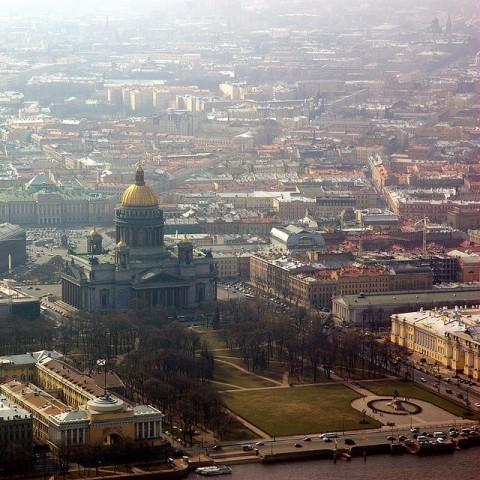 Die russische Metropole Sankt Petersburg und die imposante Isaakskathedrale