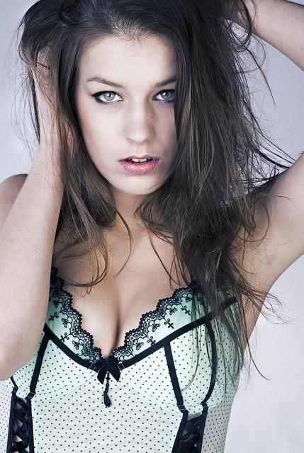 Erotische Polin in erotischer Pose