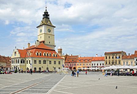 Altes Rathaus und Rathausplatz in Brașov (Kronstadt)