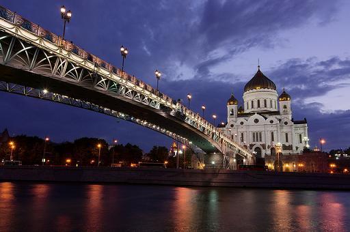 Die berühmte Moskauer Christ-Erlöser-Kathedrale in der Abenddämmerung