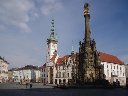 Rathaus und Dreifaltigkeitssäule in Olmütz (Olomouc)