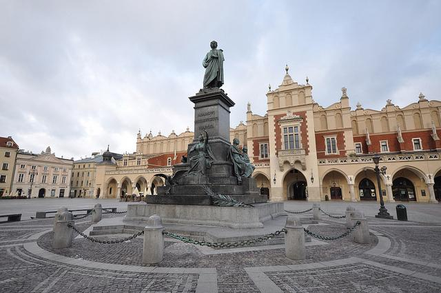 Adam-Mickiewicz-Denkmal vor den Tuchhallen in der Krakauer Altstadt