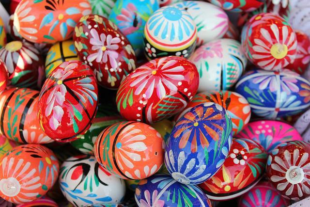 Pisanki: schön verzierte Ostereier zum Osterfest in Polen