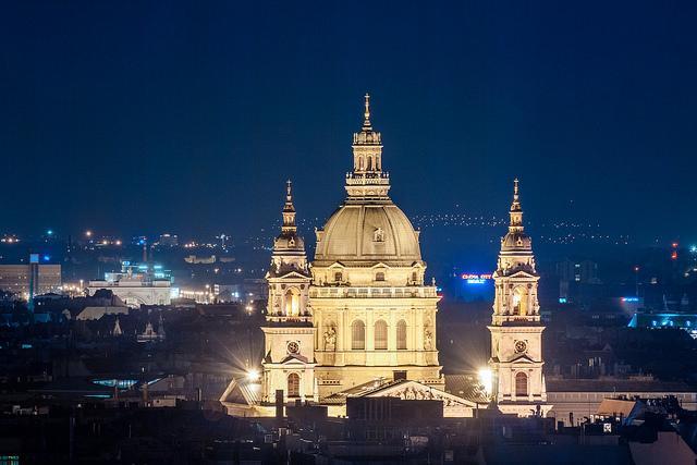 Die ungarische Hauptstadt Budapest bei Nacht